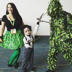 San Diego Comic-Con 2015 Cosplay - Edward Scissorhands and. Zombie Halloween Costumes, Twin Halloween, Halloween Season, Halloween 2017, Family Costumes, Group Costumes, Cool Costumes, Cosplay Costumes, Costume Ideas