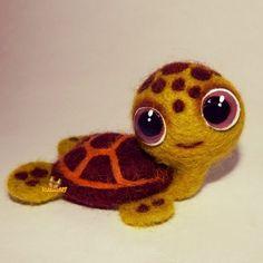Валяная игрушка Черепаха - Каталог рукоделия #33228 Wool Needle Felting, Needle Felted Animals, Felt Animals, Felt Diy, Felt Crafts, Felt Turtle, Baby Cartoon Characters, Turtle Pattern, Wool Art