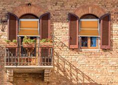 Tende da sole BGN-BGNC, tende a caduta particolarmente adatte per riparare balconi e finestre dai raggi solari rendendo l'ambiente interno più confortevole (http://arquati.it/tende-da-sole/bgn-bgnc).  BGN - Outdoor drop awning. Is particularly suitable for protecting balconies and windows from the sun's rays, thus making the environment inside more comfortable (http://arquati.it/tende-da-sole/bgn-bgnc).