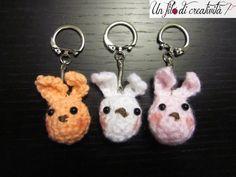 Portachiavi Conigli fatti a mano all'unicnetto. - Keychain crochet handmade rabbit