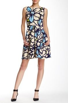 Sleeveless Pleated Floral Fit