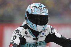 MOTO GP | Miguel Oliveira O piloto português foi vitima de um embate por parte de outro piloto ao fim de 3 curvas em MotorLand Aragon, em Espanha.  Como resultado, fraturou a clavícula esquerda e viu-se forçado a terminar de forma prematura o fim-de-semana, estando já de regresso a Portugal.  As melhoras do Miguel Oliveira! Que regresse em grande forma às pistas no GP a disputar no Japão, já no dia 16 de Outubro.  #lusomotos #MotoGP #Moto2 #shark #MiguelOliveira #AragónGP #moto #estilodevida