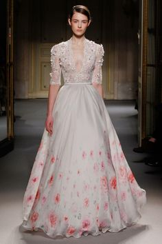 Georges Hobeika - Haute Couture Spring 2013 Fashion Week/ Sophie again, a bit older, and with the neckline higher. Couture Mode, Couture Fashion, Fashion Show, High Fashion, Paris Fashion, Fashion Models, Spring Fashion, Georges Hobeika, Beautiful Gowns