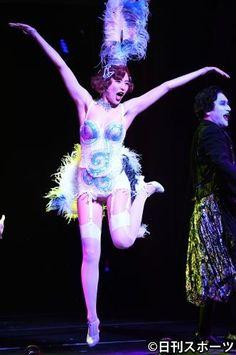 写真ニュース(1/1): 長沢まさみ大胆ガーター披露、主演舞台でセクシー姿 - BIGLOBEニュース