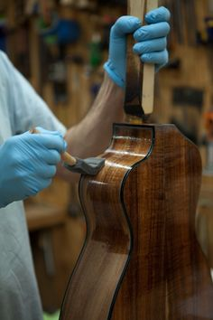 Lichty Guitar Building Workshop - Day 5 - John Thomas & his guitar - follow the story at Fretboard Journal