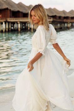 Cheesecloth Maxi dress by Tuula. White Fashion, Boho Fashion, Net Fashion, Moda Boho, Summer Outfits, Summer Dresses, Mademoiselle, Look At You, Chiffon Dress