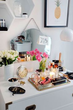 How to decorate your vanity top without being too cluttered