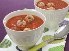 Tomatensuppe mit Hackbällchen ist ein Rezept mit frischen Zutaten aus der Kategorie Suppen. Probieren Sie dieses und weitere Rezepte von EAT SMARTER!