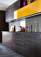 Cozinha moderna e escura da IKEA