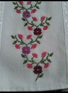 This Pin was discovered by Hul Hand Embroidery Patterns Flowers, Simple Embroidery, Hand Embroidery Stitches, Embroidery Techniques, Cross Stitch Embroidery, Beaded Cross Stitch, Cross Stitch Borders, Cross Stitch Flowers, Cross Stitch Designs