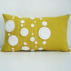Mid- century modern mustard and Ivory felt pillow Cute Pillows, Diy Pillows, Decorative Throw Pillows, Pillow Ideas, Felt Pillow, Quilted Pillow, Sewing Crafts, Sewing Projects, Sewing Pillows