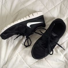 NIKE Trainers Black and white NIKE trainers size 8, fit true to size. Worn only 3 times, they need a new home! These sneakers go with literally EVERYTHING! OPEN TO OFFERS Nike Shoes Sneakers