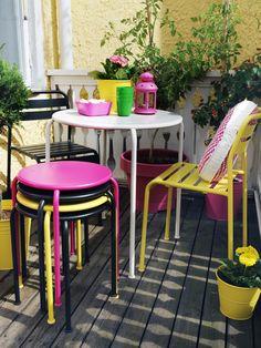 Renkli Masa ve Sandalyeler