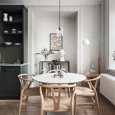 Dining room furniture ideas that are going to be one of the best dining room design sets of the year! Get inspired by these dining room lighting and furniture ideas! Scandi Living, Living Tv, Round Dining Table, Dining Area, Kitchen Dining, Dining Chair, Dining Rooms, Esstisch Design, Dining Room Inspiration