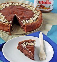Μια εύκολη συνταγή της Nigella Lawson (προσαρμοσμένο από εδώ) για ένα υπέροχο κέικ Νουτέλας με θρυμματισμένα φουντούκια, περιχυμένο με γλάσο σοκολάτας, γα Nigella, Deserts, Pie, Food, Pinkie Pie, Fruit Flan, Essen, Dessert, Pies
