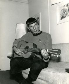 Spock, leonard nemoy plays guitar