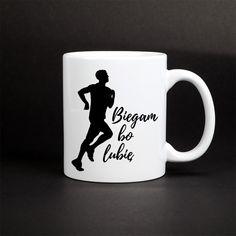 Kubek biegacza - kubek z sylwetką biegnącego mężczyzny i hasłem: biegam bo lubię. Kubek z nadrukiem dla fanów biegania. Mugs, Tableware, Dinnerware, Tumblers, Tablewares, Mug, Dishes, Place Settings, Cups