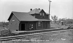 BOAKVIEW, Ontario - CNR Railway Station Old Train Station, Train Stations, Ontario, Canadian Pacific Railway, Old Trains, Old Tractors, Vintage Photographs, Architecture, Arquitetura