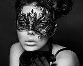 Exotique Black Mask Phoenix métal filigrane, Masque Laser Cut boule de mascarade, détaillée avec des cristaux Swarovski Strass (Pour Elle)