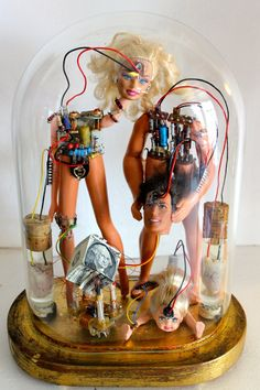 WTF? I don't even know... but I like it. 'Family' sculpture by TheKingOfDolls on deviantART