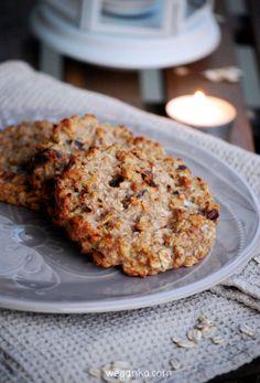 Kuchnia wegAnki: Ciasteczka owsiane z jabkami i daktylami bez cukru