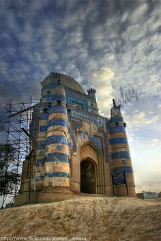 Tomb of Bibi Jawindi, Uch Sharif, Pakistan. Bibi Jawindi, the great granddaughter of the saint Jahaniyan Jahangasht, was known for her piety. Her tomb is considered one of the most important, and the most ornate, site in the town of Uch, which was the center of Sufism under the Delhi sultanate. #UchSharif #pakistan #architecture