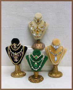 Jewelry displays by Lori Ann Potts via Good Sam Showcase bijouterie Vitrine Miniature, Miniature Dolls, Dollhouse Dolls, Dollhouse Miniatures, Barbie Accessories, Women Accessories, Dollhouse Accessories, Ideas Joyería, Booth