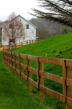Illinois - Fence and Barn