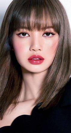 she is killing me through her visuals Korean Beauty, Asian Beauty, Lisa Blackpink Wallpaper, Kim Jisoo, Black Pink Kpop, Blackpink Photos, Blackpink Fashion, Blackpink Lisa, Blackpink Jennie