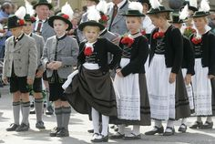 Image detail for -. oktoberfest parade in munich september 21 2008 millions of beer Mode Masculine, German Costume, German Outfit, Costumes Around The World, Costume Contest, Bavaria Germany, Folk Costume, World Cultures, Historical Clothing