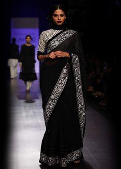 Lakme Fashion Week 2013 Collection by Manish Malhotra 03 - Kalkifashion.com
