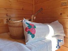Saima-saunatyynyn päällinen Kalanruoto PV Ruusut - by itu Itu, Bed Pillows, Burlap, Pillow Cases, Reusable Tote Bags, Design, Pillows, Hessian Fabric, Jute