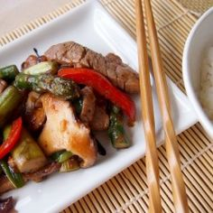 Spring stir-fry with pork tenderloin,asparagus,shitake and red bell pepper.Delicious and really fast to make! Pork Recipes, Paleo Recipes, Asian Recipes, Real Food Recipes, Yummy Recipes, Fried Pork Tenderloin, Pork Loin, Quick Stir Fry, Asian Pork