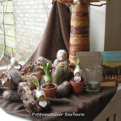 Nature table for Autumn Waldorf Crafts, Waldorf Dolls, Spring Nature Table, Autumn Crafts, Fairy Garden Accessories, Spring Activities, Fairy Dolls, Holiday Tables, Spring Home
