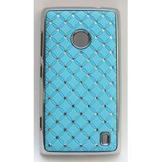 """Näyttävä suojakuori Lumia 520:n. Kuoren reunukset ovat kiiltävää """"hopeaa"""" ja takakannessa on vaaleansinisellä taustalla pieniä tekojalokivia."""