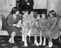 Juliana met de vier dochters