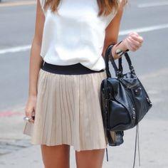 short flouncy skirts feel fresh for this summer