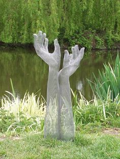 tips how to make a garden sculpture. click the images for more details about how to make a garden sculpture Cement Art, Concrete Art, Concrete Garden, Chicken Wire Art, Chicken Wire Sculpture, Sculptures Sur Fil, Sculpture Art, Garden Sculptures, Sculpture Ideas