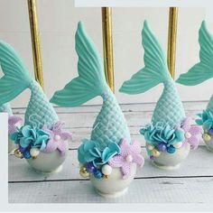 Mermaid cake pops! How delicious + beautiful do these look? #mermaid #cakepops