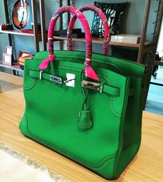 Find out all about the Hermes Ghillies Birkin, Kelly, and Kelly Wallet in our new Hermes 101 class!