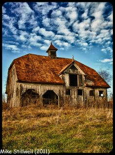 Dutch Colonial Hip Roof Barn - what I would give to restore that