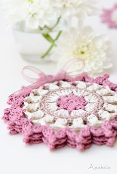 Hello everyone! Here is my new easy DIY crochet project ready to give away: Japanese square crochet coasters . ¡Hola a todas! Aquí está ...
