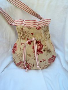 another fun funky shabby chic handbag.  MY style!