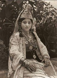 "Africa | Jewish bride of Sale in her ""Keswa el-Kbira"". Morocco | ©Jean Besancenot. 1935"