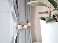 DIY curtain ties backs, interior curtains, curtain tie backs diy, design Plain Curtains, Modern Curtains, How To Make Curtains, Cool Curtains, Beautiful Curtains, Curtain Tie Backs Diy, Curtain Ties, Wooden Tie, Wooden Beads