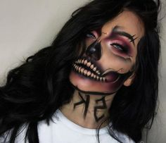 Looking for for inspiration for your Halloween make-up? Browse around this site for creepy Halloween makeup looks. Creepy Halloween Makeup, Amazing Halloween Makeup, Halloween Looks, Disney Halloween, Spooky Halloween, Halloween Inspo, Sugar Skull Halloween, Trendy Halloween, Scary Makeup