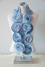 bufanda de rosas con restos de sweters