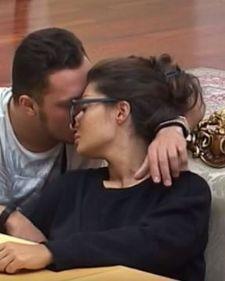 Nenad Marinković Gasttozz u rijalitiju Parovi sve više pokazuje koliko mu nedostaje devojka Zorica Dukić, te je sinoć u emisiji Goli život izjavio, kako će je oženiti ukoliko je produkcija vrati u vilu.