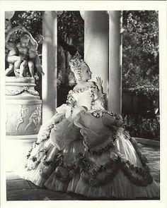 Gilbert adrian extravagant gowns for mgm s marie antoinette 18th century pinterest the - Stijl van marie antoinette ...