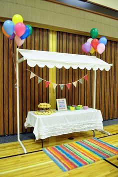 I love the sweet awning for tables/booths. This would be great for a market themed event.The Thornocks: Relief Society Birthday Partycute little area to decorate your own cupcakes/could totally make this awningSlideshow about all the lady's Vendor Table, Vendor Booth, Craft Show Table, Craft Show Ideas, Stand Feria, Craft Booth Displays, Display Ideas, Relief Society Activities, Craft Stalls